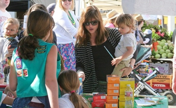 Selma Blair & Arthur Saint Girl Scout Cookies 1