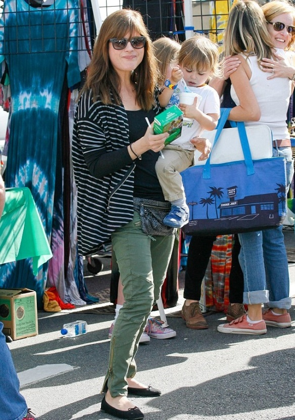 Selma Blair & Arthur Saint Girl Scout Cookies 6