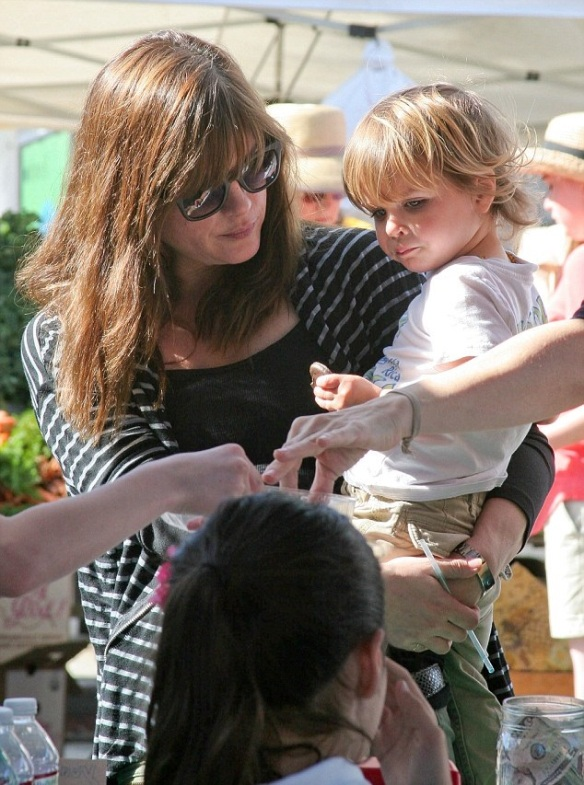 Selma Blair & Arthur Saint Girl Scout Cookies 7