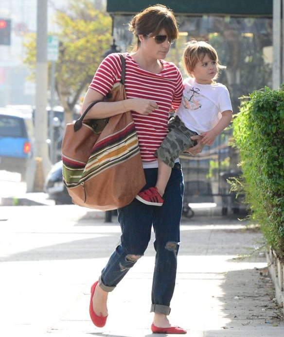 Selma Blair Spends The Day With Her Son Arthur 7