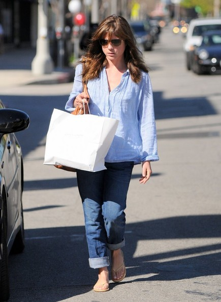 Selma Blair Stops At Charlie's Pantry For Lunch 2