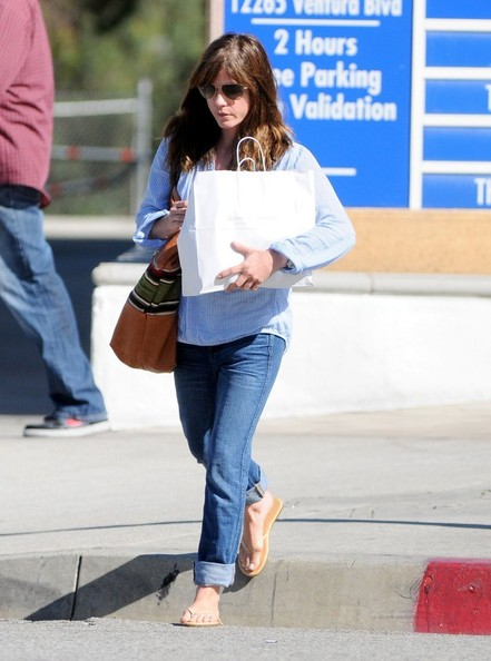Selma Blair Stops At Charlie's Pantry For Lunch 5