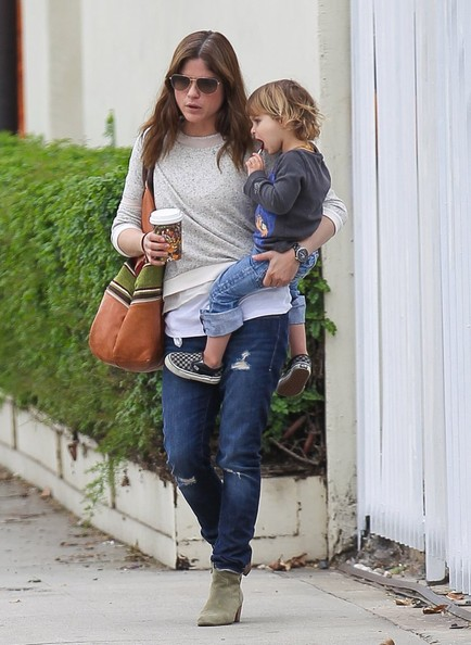 Selma Blair Takes Arthur Saint On A Playdate 11