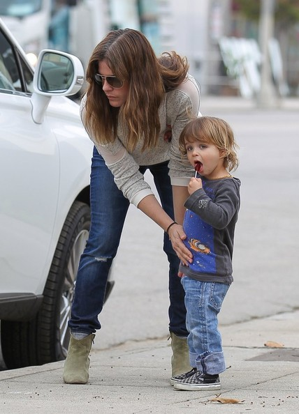 Selma Blair Takes Arthur Saint On A Playdate 6