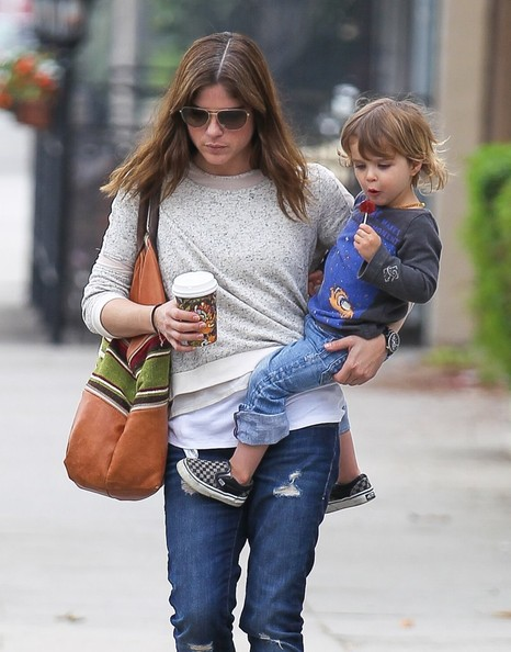 Selma Blair Takes Arthur Saint On A Playdate 8