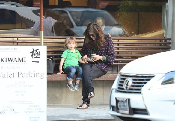 Selma Blair Goes To Dinner With Arthur 4