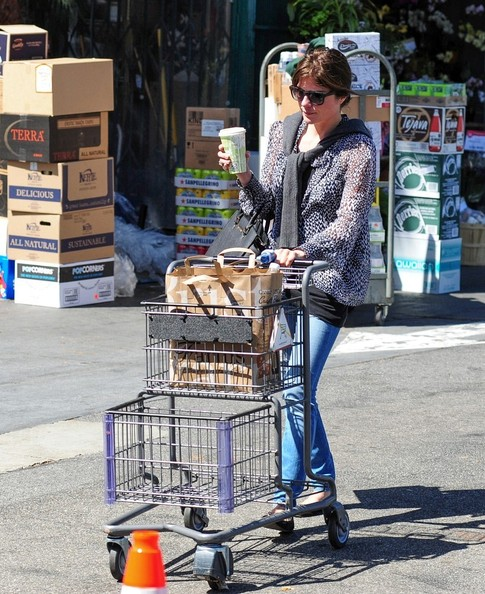 Selma Blair Leaving The Market 3