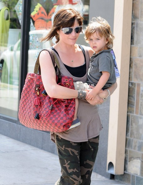 Selma Blair & Arthur Saint Grab A Pizza To Go 2