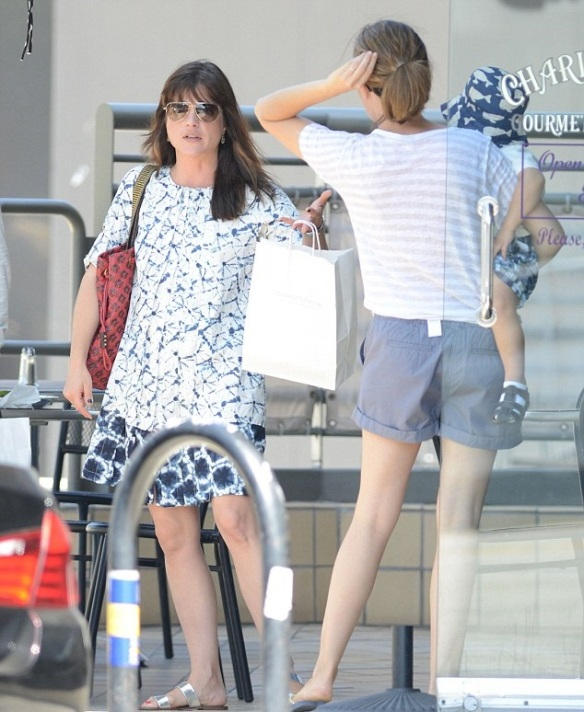 Selma Blair Meets Her Friends For Lunch 1