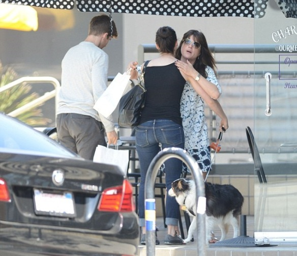 Selma Blair Meets Her Friends For Lunch 4