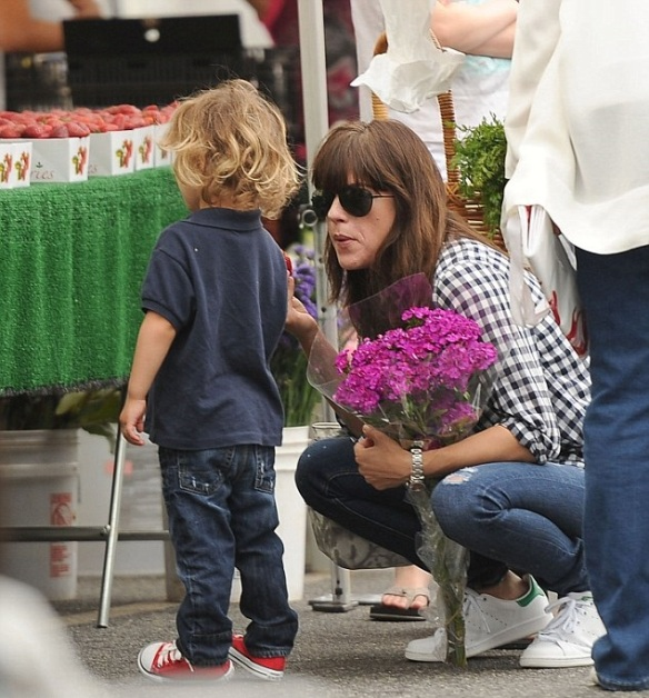 Selma Blair And Little Arthur Enjoy The Farmers Market 2