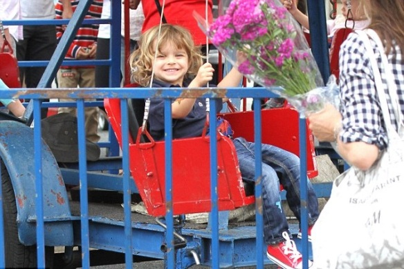 Selma Blair And Little Arthur Enjoy The Farmers Market 5