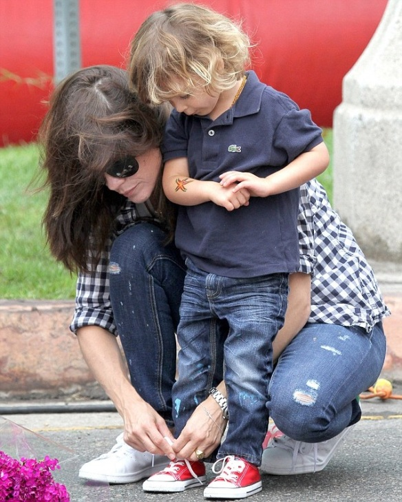 Selma Blair And Little Arthur Enjoy The Farmers Market 7