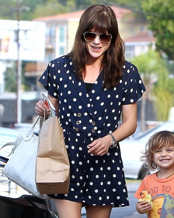 Selma Blair & Her Grinning Cutie Go Out For Lunch 2