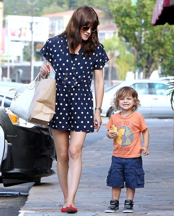 Selma Blair & Her Grinning Cutie Go Out For Lunch 3