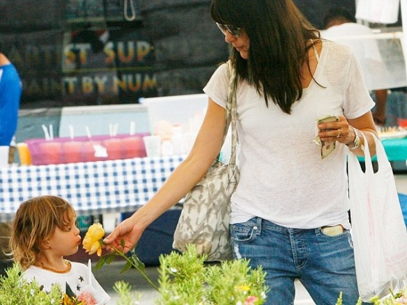 Selma Blair Spends The Day With Family At The Farmers Market 10