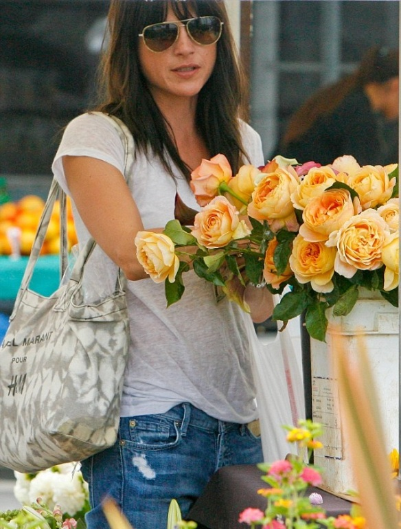Selma Blair Spends The Day With Family At The Farmers Market 9