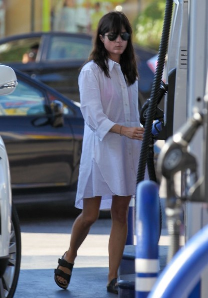 Selma Blair Wearing ACNE Dee Shirt Dress SelmaBlairStyle 3