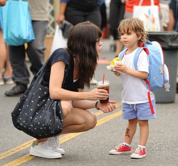 Selma Blair Shares Smooch With Her Saint 3