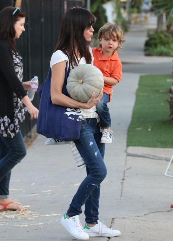 Selma Blair Takes Arthur To Pumpkin Patch 1