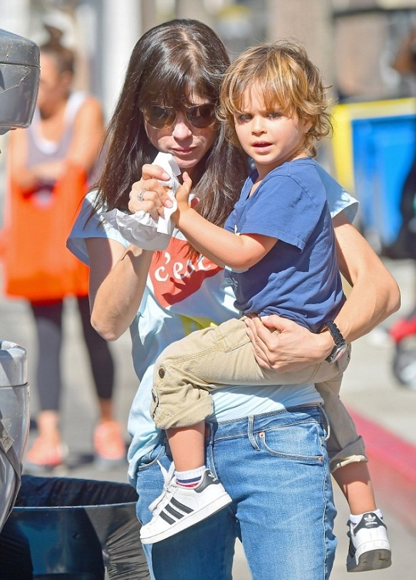 Selma Blair Takes Arthur To Pumpkin Patch 10