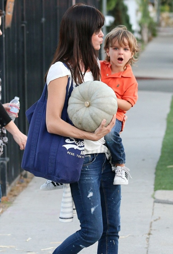 Selma Blair Takes Arthur To Pumpkin Patch 2
