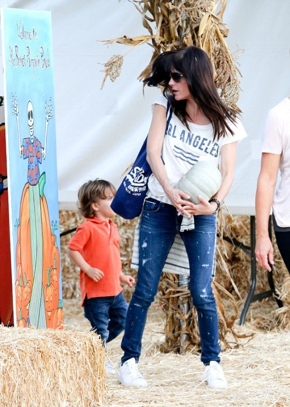 Selma Blair Takes Arthur To Pumpkin Patch 3