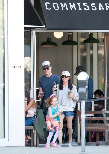 Selma Blair spends Sunday with Arthur and friends 4