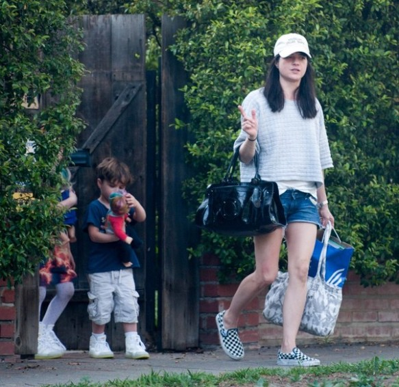 Selma Blair spends Sunday with Arthur and friends 8