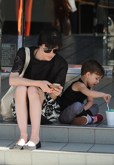 Selma Blair Takes Arthur For A Snow Cone 2