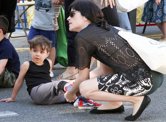 Selma Blair Takes Arthur For A Snow Cone 9