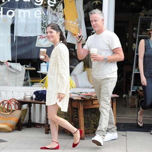 Selma Blair Shopping With A Male Friends In Studio City 4