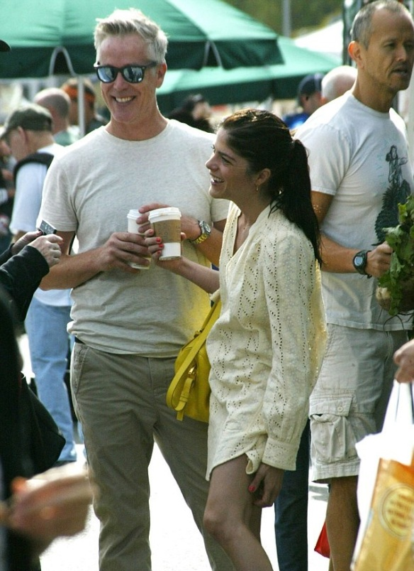 Selma Blair Shopping With A Male Friends In Studio City 5