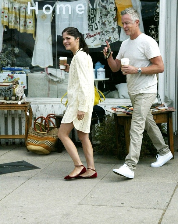 Selma Blair Shopping With A Male Friends In Studio City 7
