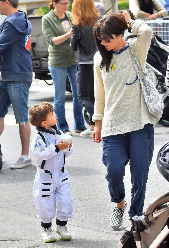 Selma Blair & Captain Cuteness Check Out The Farmers Market 2