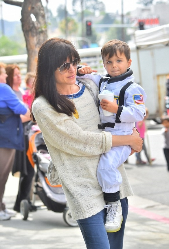 Selma Blair & Captain Cuteness Check Out The Farmers Market