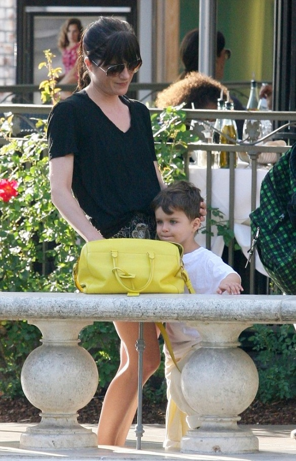 Selma Blair Shopping With Son Saint 4