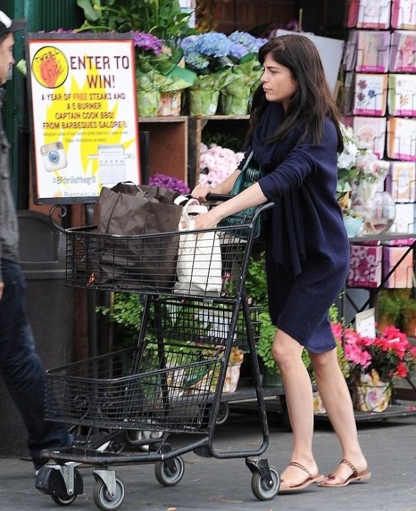 Selma Blair Stops by Bristol Farms 2