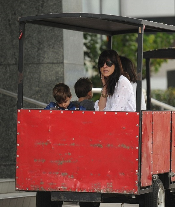 Selma Blair & Captain America Browse The Farmers Market 11