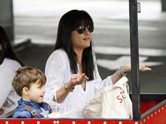 Selma Blair & Captain America Browse The Farmers Market 12