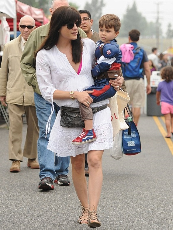 Selma Blair & Captain America Browse The Farmers Market 2