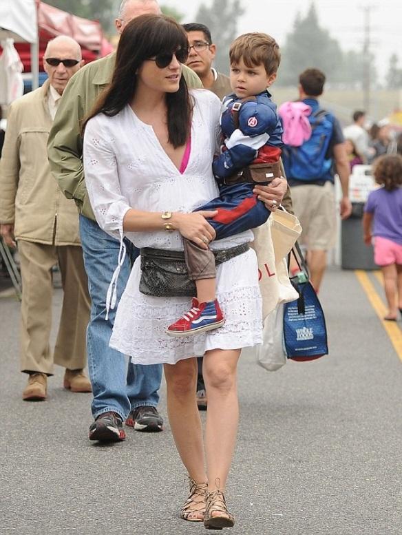 Selma Blair & Captain America Browse The Farmers Market 2