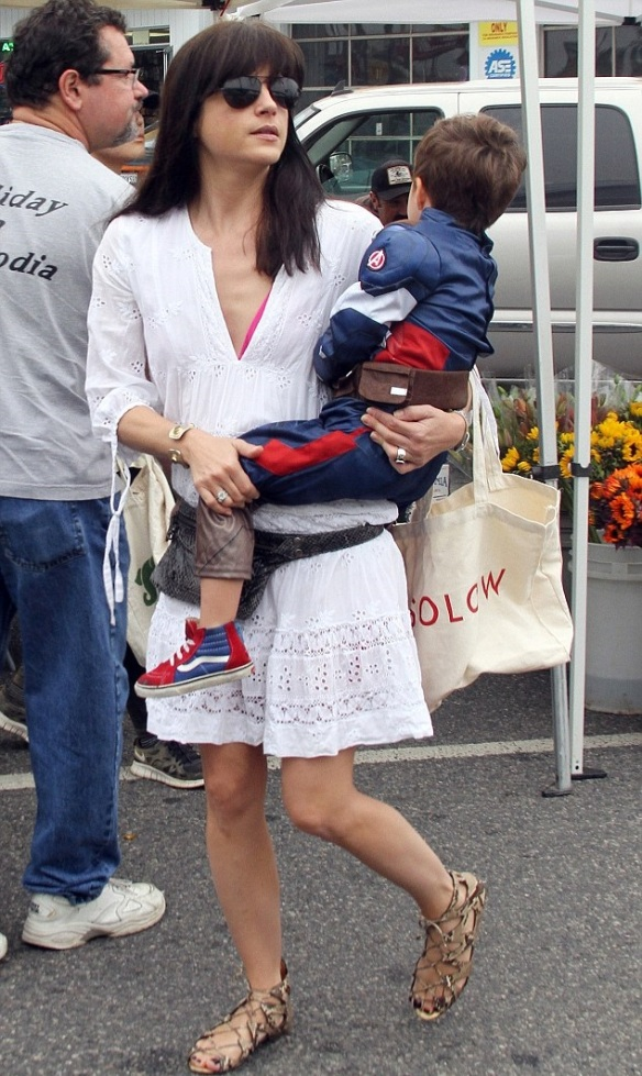Selma Blair & Captain America Browse The Farmers Market 5