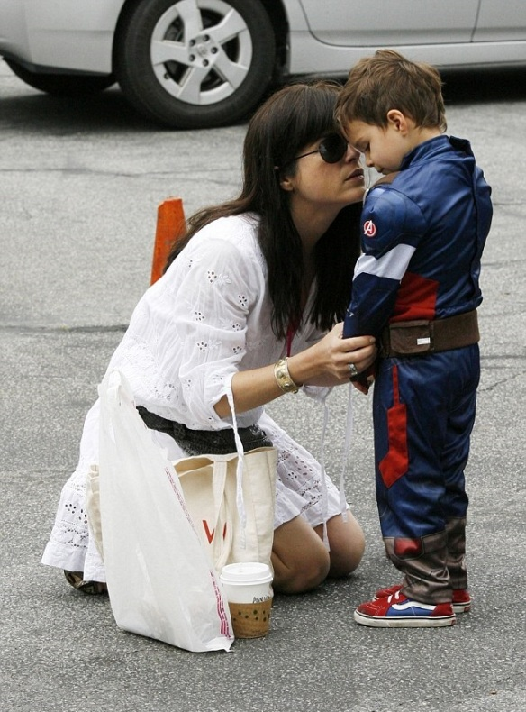 Selma Blair & Captain America Browse The Farmers Market 8