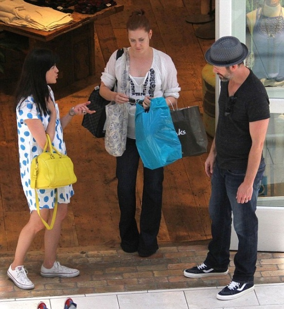 Selma Blair Chats With Amy Adams At The Mall 1