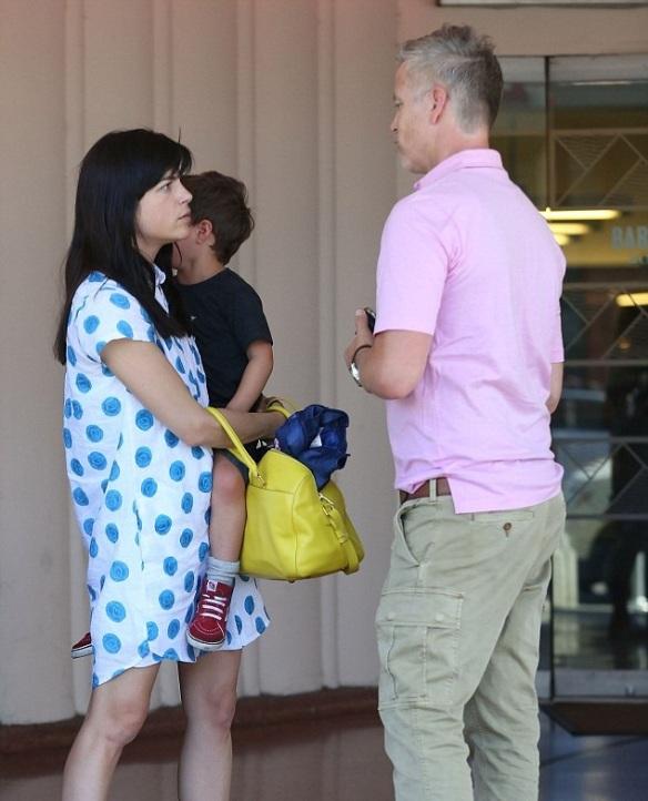 Selma Blair Chats With Amy Adams At The Mall 5
