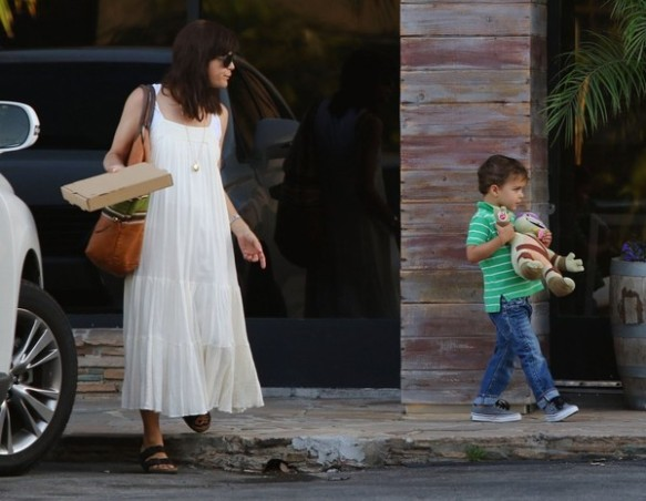 Selma Blair & Son Arthur Pizza Night At The Six 1