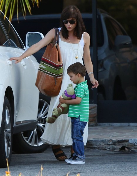Selma Blair & Son Arthur Pizza Night At The Six 10