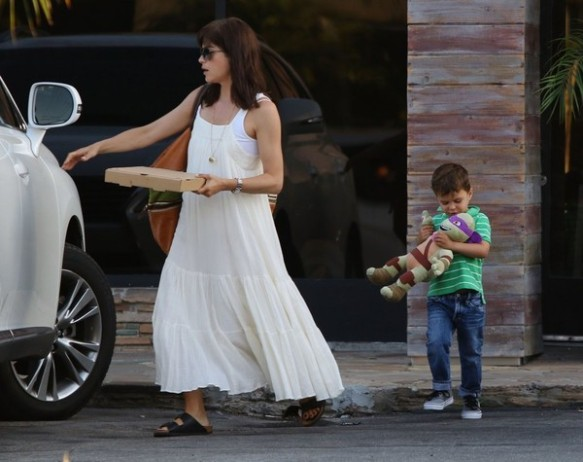 Selma Blair & Son Arthur Pizza Night At The Six 5