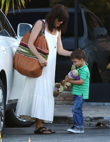 Selma Blair & Son Arthur Pizza Night At The Six 7